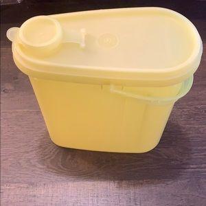 Vintage Tupperware 2 Quart Beverage Container